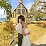 Brautpaar vor Kirche auf Mauritius