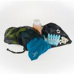 Laundry supplies: Laundry detergent, clothes pins, line, bag