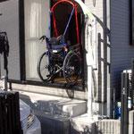 車椅子の方の介護リフトを使った寝室への進入