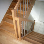 Best. Treppe neu lackiert mit neuem Geländer