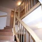 Geländer in Esche mit Chromstahlstaketten