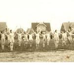 30er Jahre - Frauengruppe auf dem alten Sportplatz