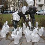 Hasenskulpturen besuchen Fohlenskulptur von Renee Sintenis