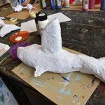 Die Walfinne ist aus einer abgeschnittenen Plastikflasche (Glasreiniger)