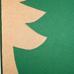Schablone an die Faltkante legen, Umrisslinie nachzeichnen,ausschneiden
