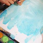 Viele verschiedene hellblaue Töne machen ein Bild lebendiger.