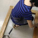 絵画修復教室-クラフト紙での平滑化が終わった後の片付け (集中講座)