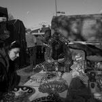 Aga Pinkosz sucht Requisiten für Bühnenbilder auf dem Flohmarkt.