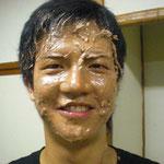 けんた顔面う○こまみれ。※チョコクリームです