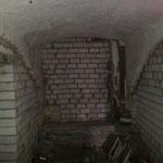 Bis fast der ganze Keller neu aufgemauert ist.