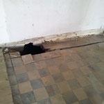 Und wenn es im Keller bröckelt, hält auch der Fußboden Überraschungen bereit.