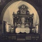 Choeur de l'église d'Escoussans, avec un retable en bois sculpté (démonté en 1964 et, actuellement, au Musée d'Aquitaine)