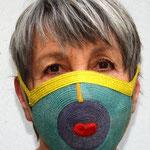 Maske 13 THATSART von Wally Jungwirth, Dünne Strohborte (Zellophan + Baumwolle), 2020, Innenfutter herausnehmbar und waschbar