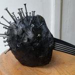 """Maske """"Covid-69"""" von Isabella Vincze, 2020, Gipsbandagen über Stroh gearbeitet, Acryllack, Schrauben, Muttern, Gummizug, Preis EUR 92 inkl. USt."""