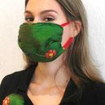 """Maske 15 """"Grün"""" von Birgit Schlarmann, 2020, Seide, Baumwolle, Glas, Gummiband, handgenäht, Edition 3 Stück gemeinsam mit passender Brosche"""