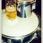 cafe plüsch - pils an bongo auf snare