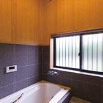檜の香りが清々しい浴室
