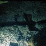 Vue sous marine.Vision d'un clef en position entre deux blocs