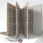 """SOLD Eva Hradil """"Burburry-Buch"""" 2009, Textilie, Karton, Buchbindergarn (IM BESITZ DER MODE UND KOSTÜMSAMMLUNG DER UNIVESITÄT F. ANGEWANDTE KUNST)"""