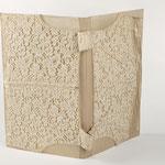 """Eva Hradil """"wollweisse Mappe"""" 2009, Textilien, Karton, Buchbinderleinen, Papier,"""