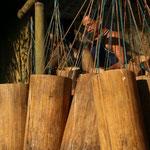 auch bei der Ernte werden Behälter aus Bambus verwendet