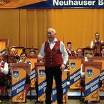 Unser erfahrener Dirigent Robert Schricker ...