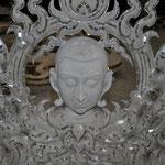 In der Werkstatt des Künstlers Chalermchai Kositpipat im Tempel Wat Rong Khun