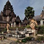 Einer der vielen Tempel auf dem Weg nach Wat Rong Khun