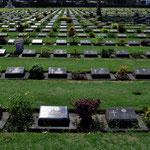 Der Friedhof der Kriegsgefangenen, welche beim Bau der Brücken am Kwai-Fluss starben