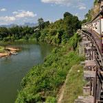 """Unterwegs mit der """"Todeseisenbahn"""" über die Brücken am Kwai (Khwae)"""