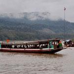 Eines der Touristenboote ein sogenanntes Langboot