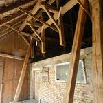 die Dachkonstruktion wird abgestützt