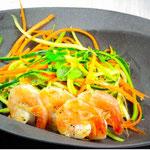 """Bunte """"Nudeln"""" mit Shrimps"""
