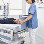 Sekundenschnell ist der kopfseitige Zugang zum Patienten hergestellt.