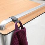 Der optionale Handtuchhaken am Nachttisch Somero ist ein praktisches Accessoire.