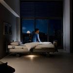Das Unterbettlicht unterstützt die Orientierung. Es wird über den LCD-Handschalter oder das Out-of-Bed-System aktiviert.