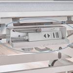 Handschalter und ihre Kabel können bei Nichtgebrauch sicher in Boxen beidseitig unter der Liegefläche aufbewahrt werden.