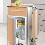 Auf Wunsch ist der Nachttisch Somero mit einem geräumigen Kühlschrank ausgestattet.