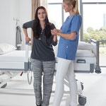 Das Puro ist immer auf der optimalen Höhe und unterstützt die Pflegekraft bei der Mobilisierung.