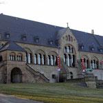 """""""Kaiserpfalz in Goslar, Vorderansicht."""" Fotograf: Tobias Helfrich, Quelle: de.wikipedia.org"""