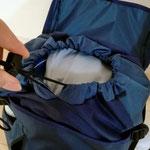 メインスペースもの入れやすいように紐+上部蓋。中身も雨などから守ります。