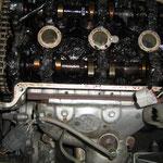 あのサラサラなはずのオイルがドロドロにエンジン内部にくっつきます