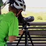 Eine Naturpark-Rangerin überließ uns ihren Profi-Gucker: Wasservögel zum Greifen nah. Martins nächstes Hobby ist klar.