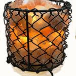 Lampe Gitterkorb schwarz mit Salzbrocken