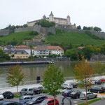 Am Weg zum Stadtfest, der Burgblick.