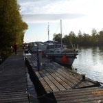 Gegenüber von Aschach, am linken Ufer, liegt der Sportbothafen Kachlet.