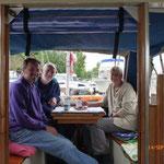 Chantal und Pete, die weitgereisen Sportsfreunde, auch auf Bergfahrt, zum Kaffee an Bord.