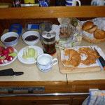 Frühstück für Einhandsegler ;-) in Fahrt.