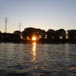 Sonnenaufgang am Rhein in Worms um 06.30 Uhr