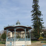 kiosque en face des thermes